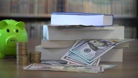Concepto de la financiación de la educación almacen de metraje de vídeo