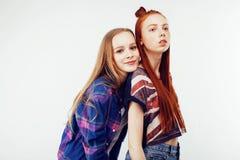 Concepto de la gente de la forma de vida: muchacha adolescente del inconformista moderno bastante elegante dos que se divierte ju Fotografía de archivo