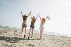Concepto de la gente del mar de las vacaciones de verano de la playa Foto de archivo libre de regalías
