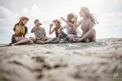 Concepto de la gente del mar de las vacaciones de verano de la playa Fotografía de archivo