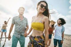 Concepto de la gente del mar de las vacaciones de verano de la playa Fotos de archivo libres de regalías