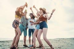 Concepto de la gente del mar de las vacaciones de verano de la playa Imágenes de archivo libres de regalías