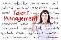 Concepto de la gestión del talento de la escritura de la mujer de negocios Imagen de archivo libre de regalías