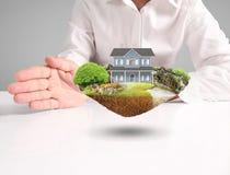 Concepto de la hipoteca por la casa de la mano imagen de archivo libre de regalías