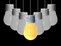 Concepto de la idea, 3D que rinde bombillas el ese brillar intensamente entre los otros en fondo negro stock de ilustración