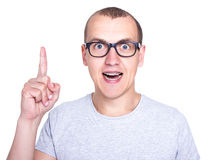 Concepto de la idea - hombre joven divertido en vidrios con los apoyos en los dientes i Fotos de archivo libres de regalías