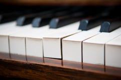 Concepto de la individualidad de una situación dominante del piano hacia fuera de otras imagenes de archivo