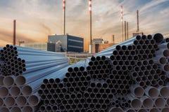 Concepto de la industria de la metalurgia Muchas tuberías de acero apiladas 3D rindió la ilustración ilustración del vector