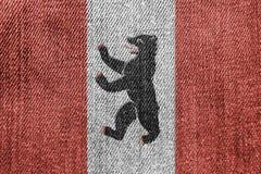 Concepto de la industria textil o de la política: Berlin Flag Denim Jeans imágenes de archivo libres de regalías