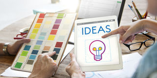 Concepto de la inspiración de la imaginación de la creatividad de la bombilla de las ideas imágenes de archivo libres de regalías