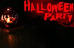 Concepto de la invitación del partido de Halloween, linterna principal del cuenco de la calabaza encendido Imagenes de archivo
