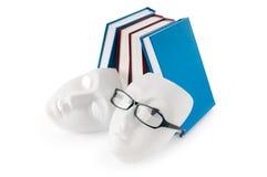Concepto de la lectura con las máscaras, libros Fotos de archivo libres de regalías