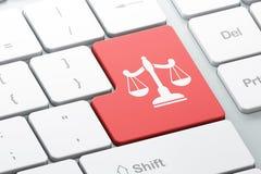 Concepto de la ley: Escalas en fondo del teclado de ordenador Imagenes de archivo