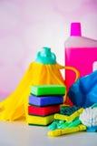 Concepto de la limpieza en fondo brillante saturado Imagenes de archivo