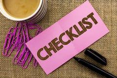 Concepto de la lista de control de la escritura del texto de la escritura que significa el cuestionario bien escogido de los dato fotografía de archivo