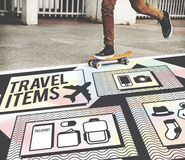 Concepto de la lista de la preparación de los accesorios de los artículos del viaje Foto de archivo libre de regalías