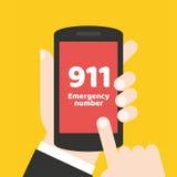 Concepto de la llamada de emergencia 911 Mano que sostiene el teléfono móvil Fotos de archivo