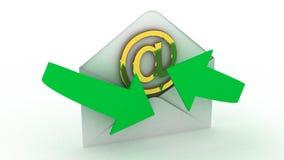 Concepto de la mensajería del email y de Internet: sobres de los posts y de oro Fotos de archivo libres de regalías