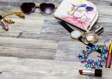 Concepto de la moda del blog de la belleza Accesorios diseñados rosados femeninos: , w Imagen de archivo
