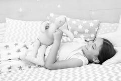 Concepto de la nana Maneras de caer m?s r?pido dormido Caiga dormido tan r?pido come sea posible Bajan m?s r?pidos dormidos y dor fotografía de archivo libre de regalías