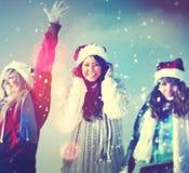 Concepto de la Navidad de las vacaciones de invierno del disfrute de los amigos Fotografía de archivo