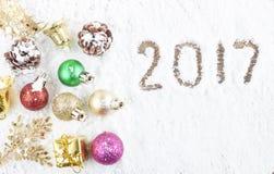 Concepto de la Navidad Decoración de la Navidad en fondo de la nieve Imagenes de archivo