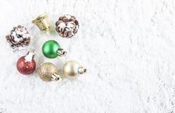 Concepto de la Navidad Decoración de la Navidad en fondo de la nieve Fotos de archivo libres de regalías