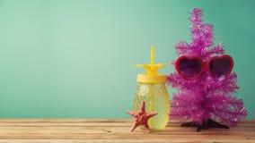 Concepto de la Navidad en julio imágenes de archivo libres de regalías