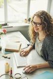 Concepto de la oficina de los datos del orden del día de señora Girl Business Career Fotografía de archivo libre de regalías
