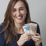 Concepto de la optimización de recursos para reír a la mujer del euro 20s Fotos de archivo libres de regalías