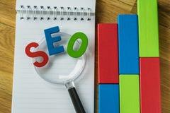 Concepto de la optimización del Search Engine como abbrevia colorido del alfabeto Fotografía de archivo libre de regalías