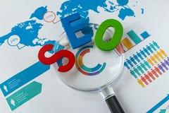 Concepto de la optimización del Search Engine como abbrevia colorido del alfabeto Foto de archivo libre de regalías