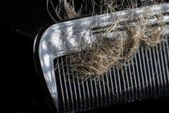 Concepto de la pérdida de pelo en fondo negro fotos de archivo libres de regalías