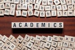Concepto de la palabra del académico en los cubos fotografía de archivo libre de regalías