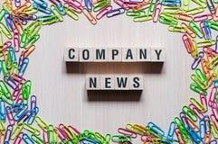 Concepto de la palabra de las noticias de la compañía imagen de archivo