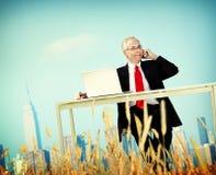 Concepto de la partida de Relaxation Freedom Happiness del hombre de negocios Imagenes de archivo