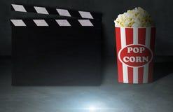 Concepto de la película y de las palomitas Imagenes de archivo