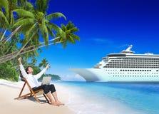 Concepto de la playa de Relaxation Vacation Outdoors del hombre de negocios Imagen de archivo libre de regalías