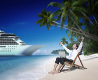 Concepto de la playa de Relaxation Vacation Outdoors del hombre de negocios Fotos de archivo libres de regalías