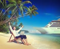Concepto de la playa de Relaxation Vacation Outdoors del hombre de negocios Imagenes de archivo