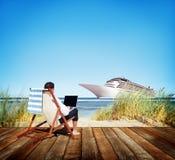 Concepto de la playa del viaje de Holiday Working Business del hombre de negocios Fotos de archivo