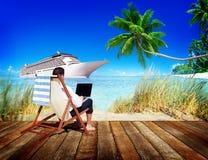Concepto de la playa del viaje de Holiday Working Business del hombre de negocios Fotografía de archivo libre de regalías