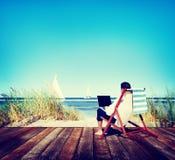 Concepto de la playa del viaje de Holiday Working Business del hombre de negocios Imagen de archivo libre de regalías
