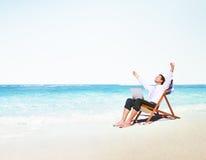 Concepto de la playa del viaje de Holiday Working Business del hombre de negocios Fotos de archivo libres de regalías