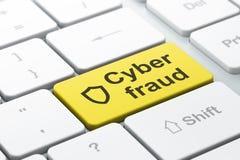 Concepto de la privacidad: Escudo contorneado y fraude cibernético en el teclado Fotografía de archivo