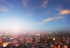 Concepto de la protección del medio ambiente: ciudades grandes con aire seriamente contaminado foto de archivo