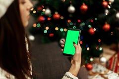 Concepto de la publicidad de la Navidad con el espacio para el texto mujer en pizca Imagenes de archivo