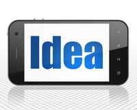 Concepto de la publicidad: Smartphone con idea en la exhibición Imagenes de archivo
