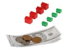 Concepto de la recesión con las casas del dinero y del juguete Imagen de archivo libre de regalías