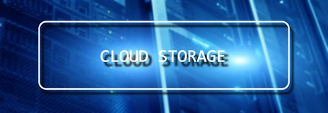 Concepto de la red del almacenamiento de Internet de la tecnolog?a de Cloud Computing en sitio borroso del servidor del superorde fotografía de archivo